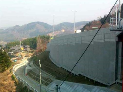 25号名阪高峰SA(下り線)加速車線 盛土部設置工事