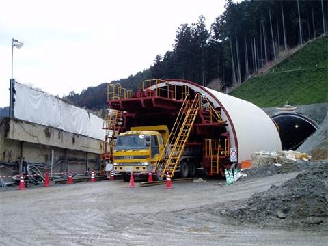 一般国道369号道路改築工事(仮称栂坂第1トンネル) 明かり工事