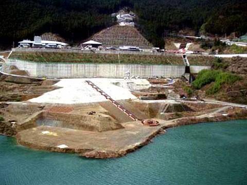 大滝ダム 中流部網場基礎設置工事